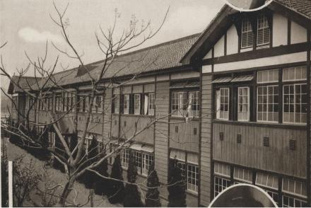 ①愛宕中学校